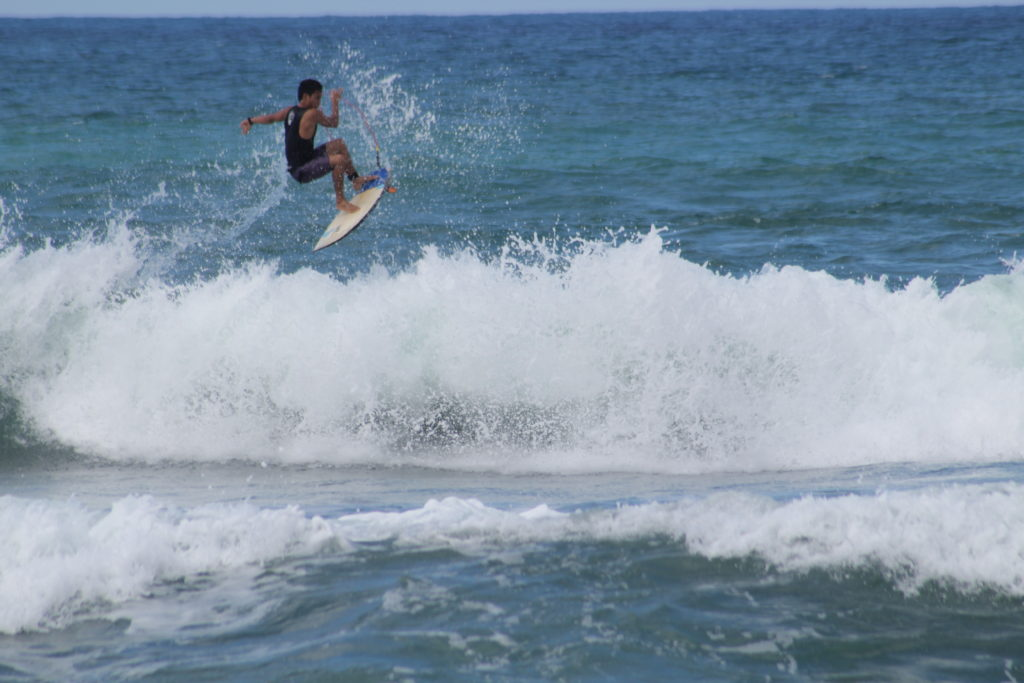 surfing in san juan la union